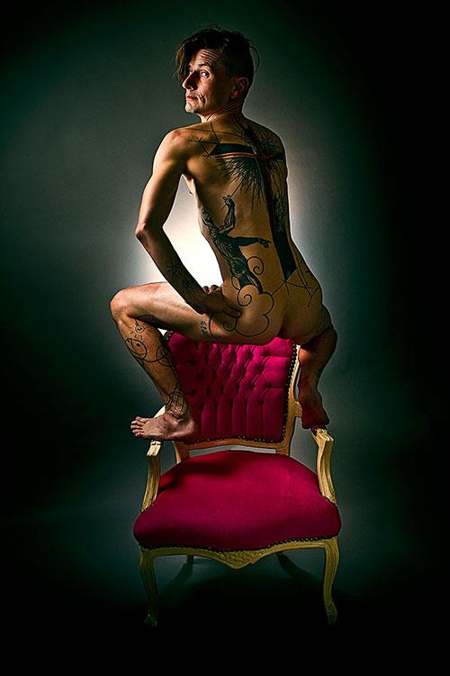 mama nue dans le salon elle est l mama