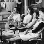 LES COIFFEUSES AU SOLEIL  TERRASSE DE CAFE PARIS JUIN 1966